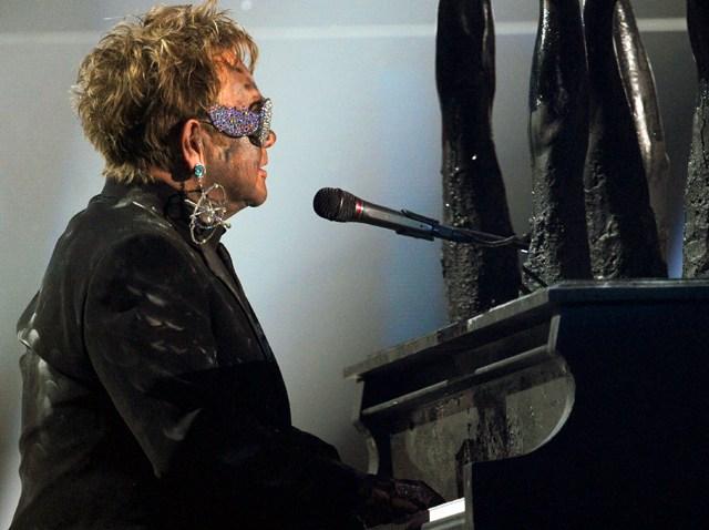 013110 Grammy Awards Gaga Performs Elton John