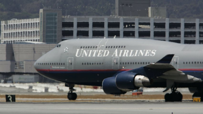 71532735JS002_United_Airlin