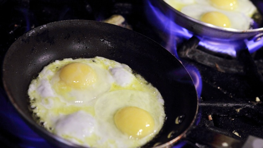 Woman Smacks Child with Frying Pan: Cops