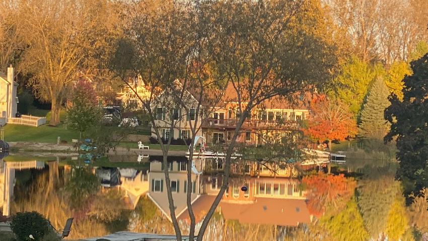 [UGCCHI-CJ-weather]Fall in Island Lake
