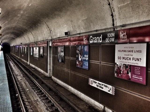 [chicagogram] Down the Tunnel. #wu_chicago #el #train #tracks #usa #underground #igers #igers312 #igersusa #icchicago #instagood #ig_chicago #ig_captures #igerschicago #instagram312 #platform #architecture #flippinchi #grand #cta #city #chicago #chig