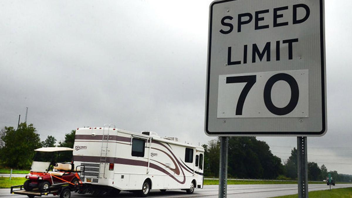 Proposed Bill Aims to Raise Speed Limit on Illinois Highways