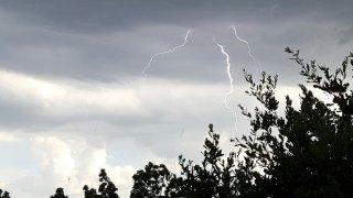 [UGCDFW-CJ-weather]Lightening Bryan Street near Live Oak