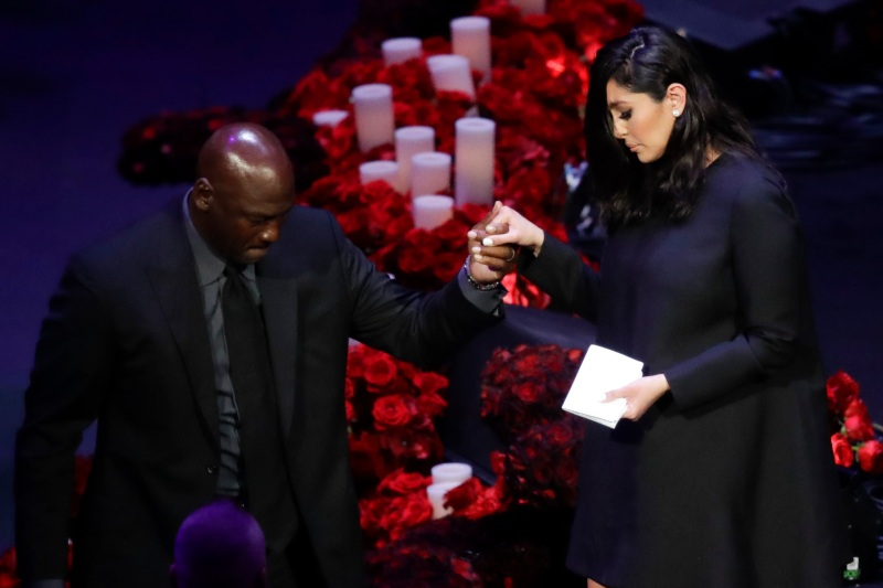 Photos: Stars Pay Tribute to NBA Legend Kobe Bryant at Staples Center
