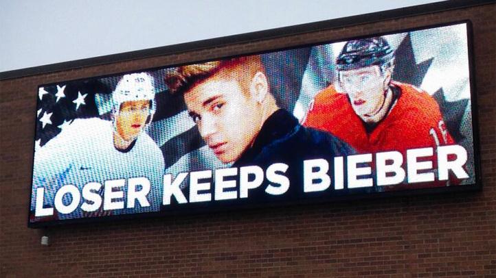 Bieber_billboard_hawks