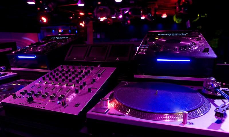 DJ_booth_1