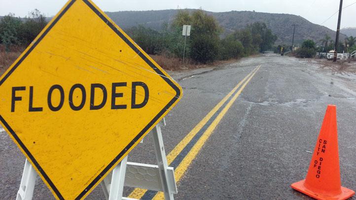 Flood_Generic_Sign_Road_Clo