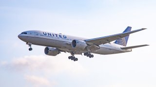 United Airlines Boeing 777-200.