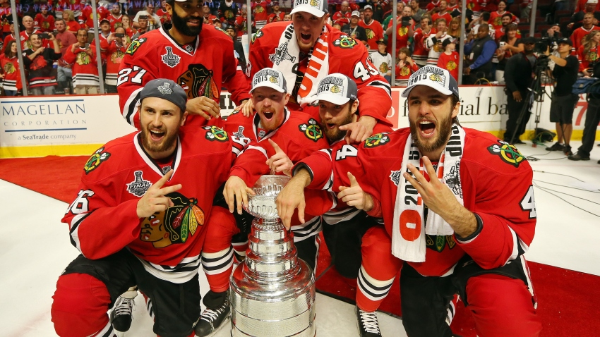 Hawks Pose with Stanley Cup
