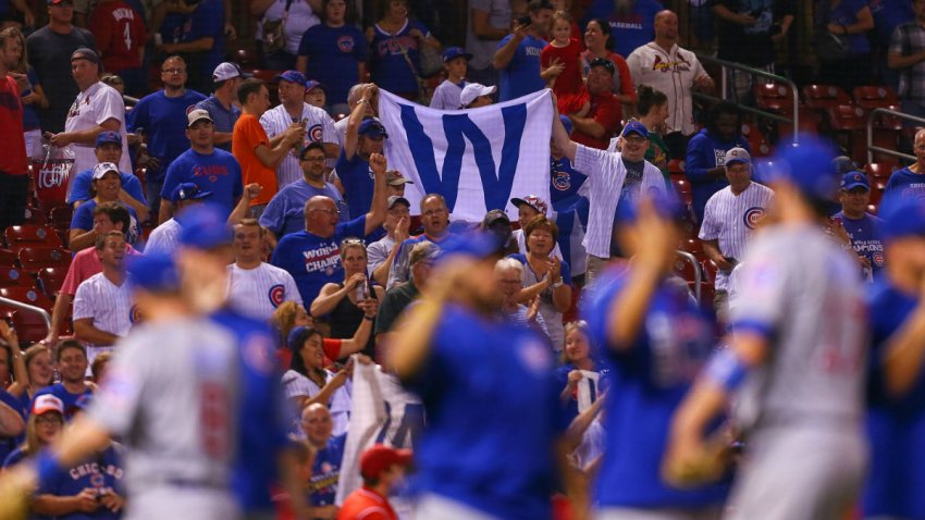 GettyImages-853876346 chicago cubs cardinals fans w flag