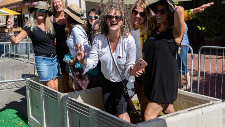 SOLVANG-STOMP-2018-happy women stompers-5828-crop