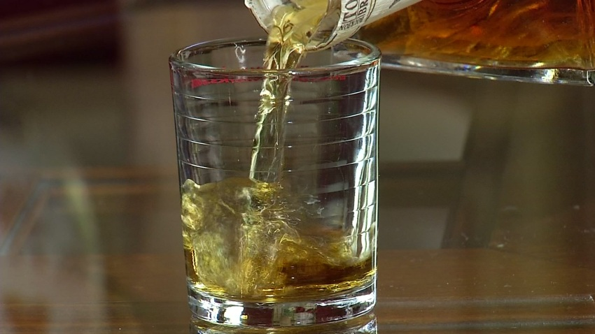 alcohol-whiskey-pour-generic