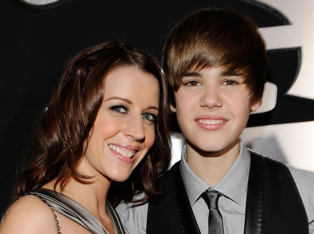 bieber and mom-640