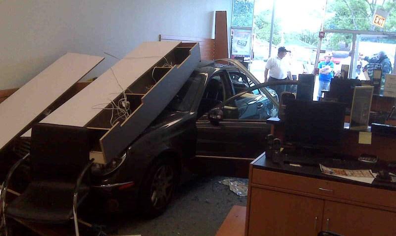 car into Sprint store crash02