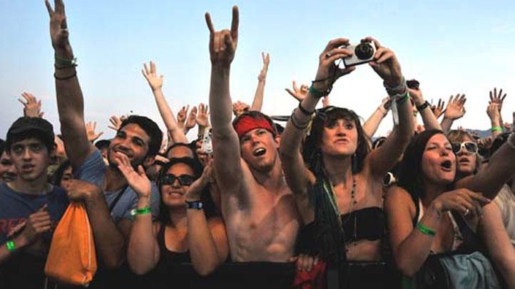 concert-crowd-generic