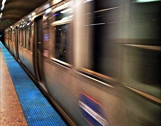[chicagogram] Passing by. #roachbytes #chicago #chitown #windycity #chigram #chicagogram #chitribinstagram #instagram312 #igerschicago #igchicago #chicagood #chihood #amselcom #chiloop #chitecture #cta #subway #train #motion
