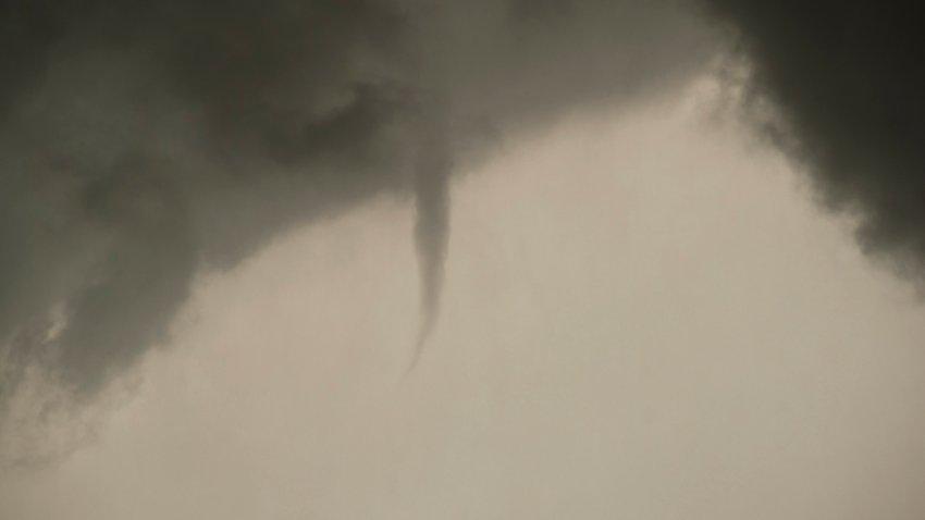 [UGCDFW-CJ-weather]Wall Cloud, Funnel, and One OK Tornado Photos
