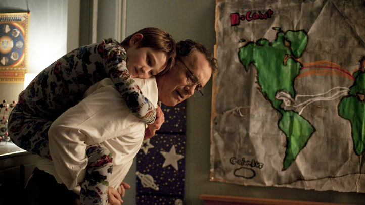 extremely-loud-incredibly-close-movie-image-tom-hanks-01