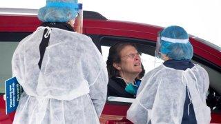 Toman prueba de coronavirus de un paciente en Washington, D.C. Foto archivo.