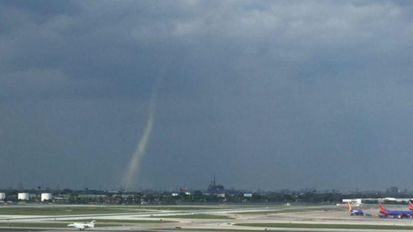 landspout tornado chicago