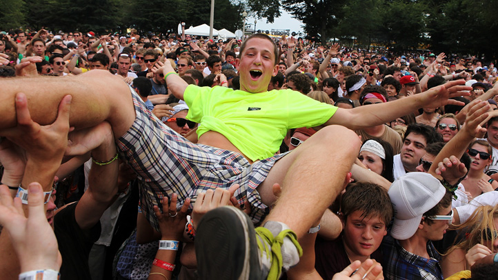 lolla-crowd-surf