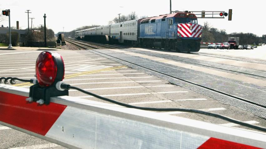 metra train tracks