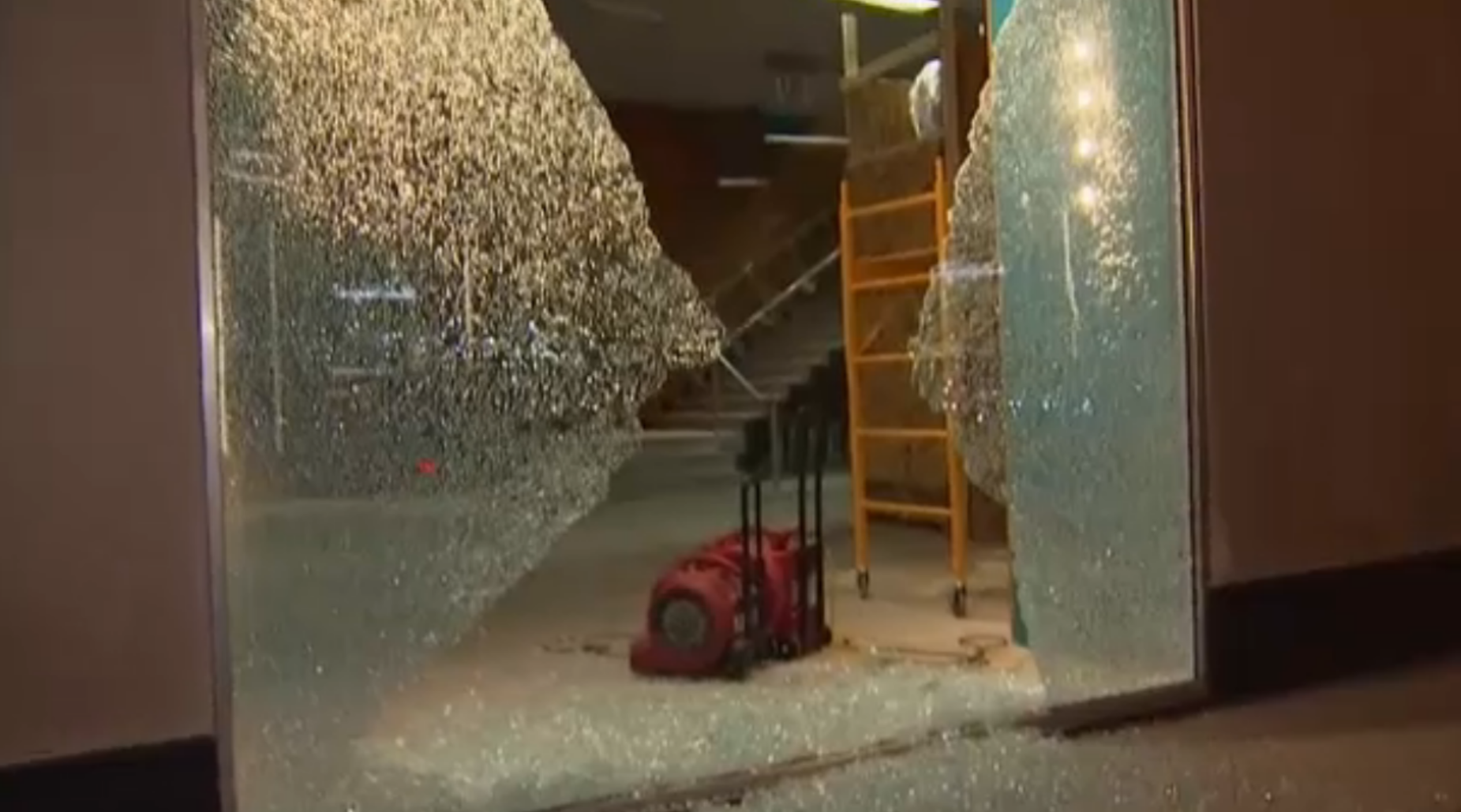 See What Part Of Michigan Avenue Looks Like After Windows Smashed Stores Looted During Protests Nbc Chicago