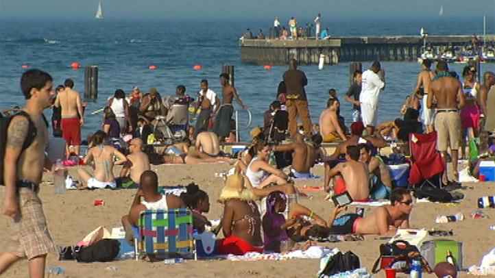 north-avenue-beach-busy