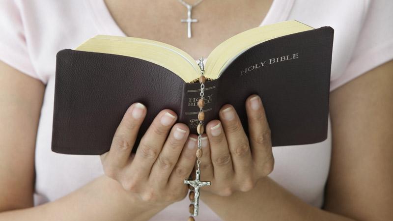 praying-holy-bible-prayer