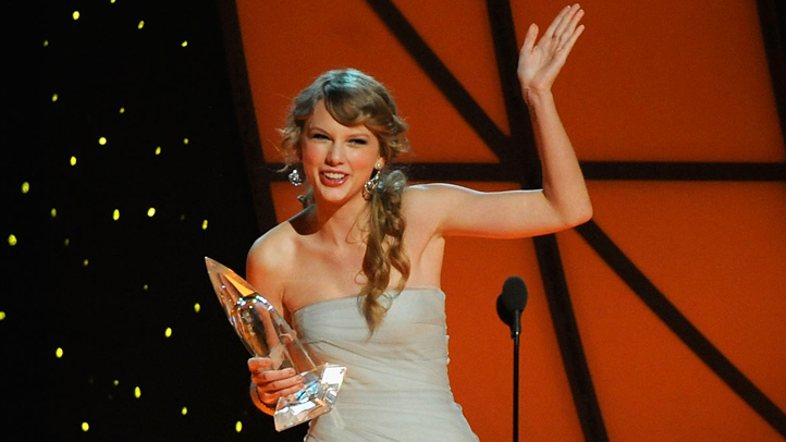 taylor-swift-cma-win-722