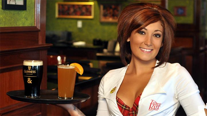 tilted-kilt-elgin-waitress