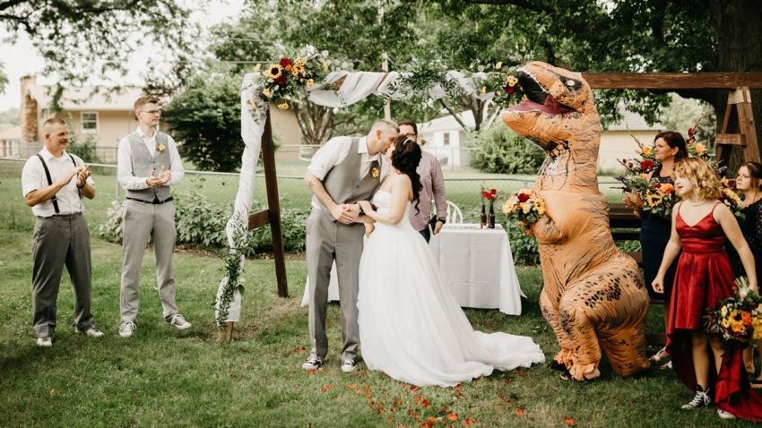 trexdinosaur-wedding-today-main-190904_6f1325f866ac4a2aef3dbcefc1a10470.fit-2000w