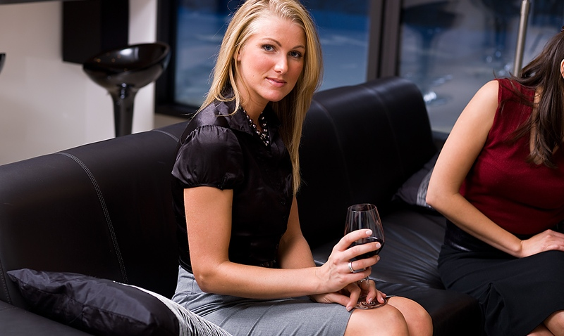 woman_lounge_wine