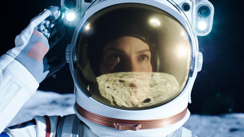"""Hilary Swank as Emma Green in episode 101 of """"Away."""""""