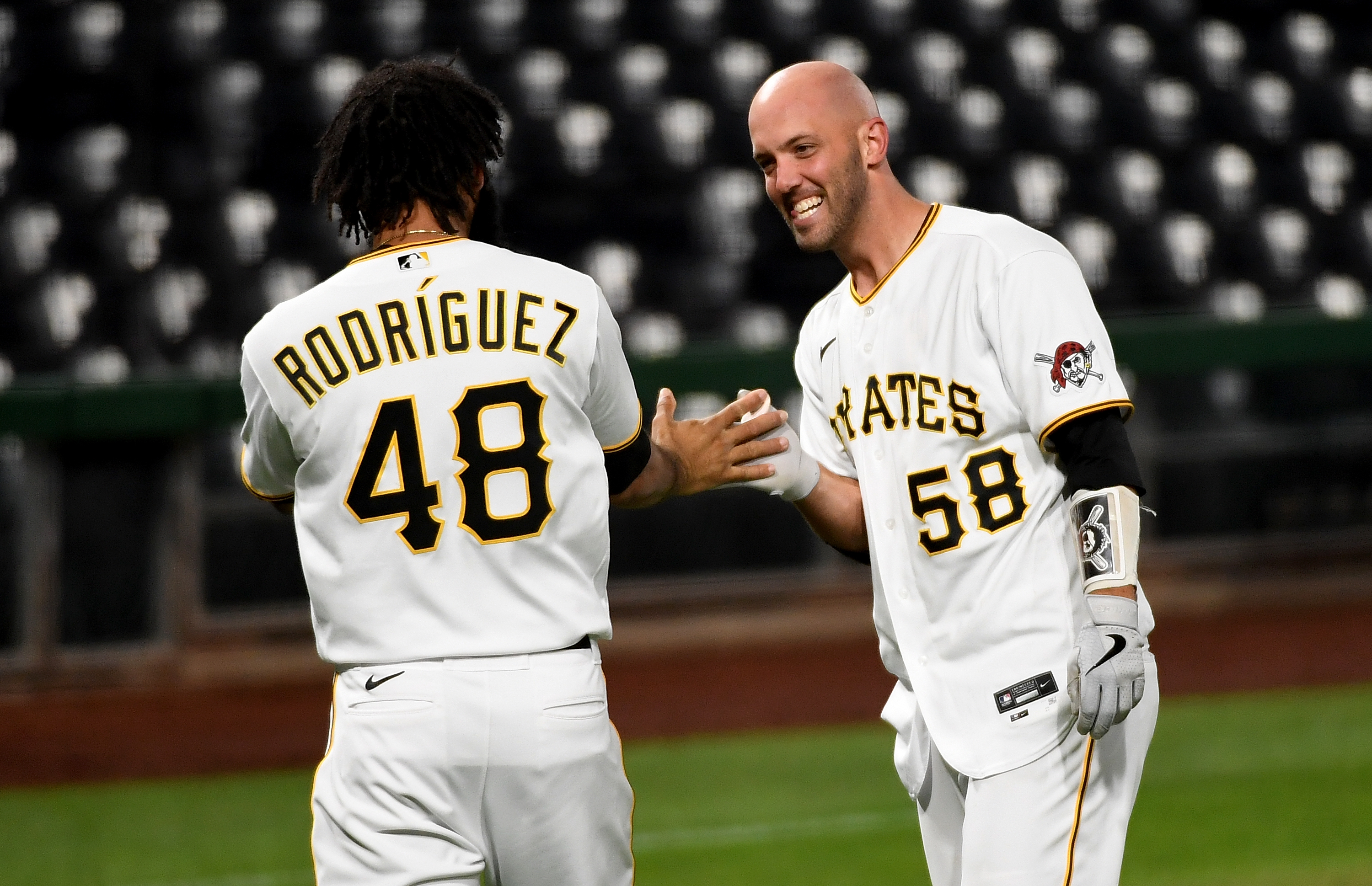 Cubs Clinch Playoff Spot, Pirates Win on Stallings HR in 9th