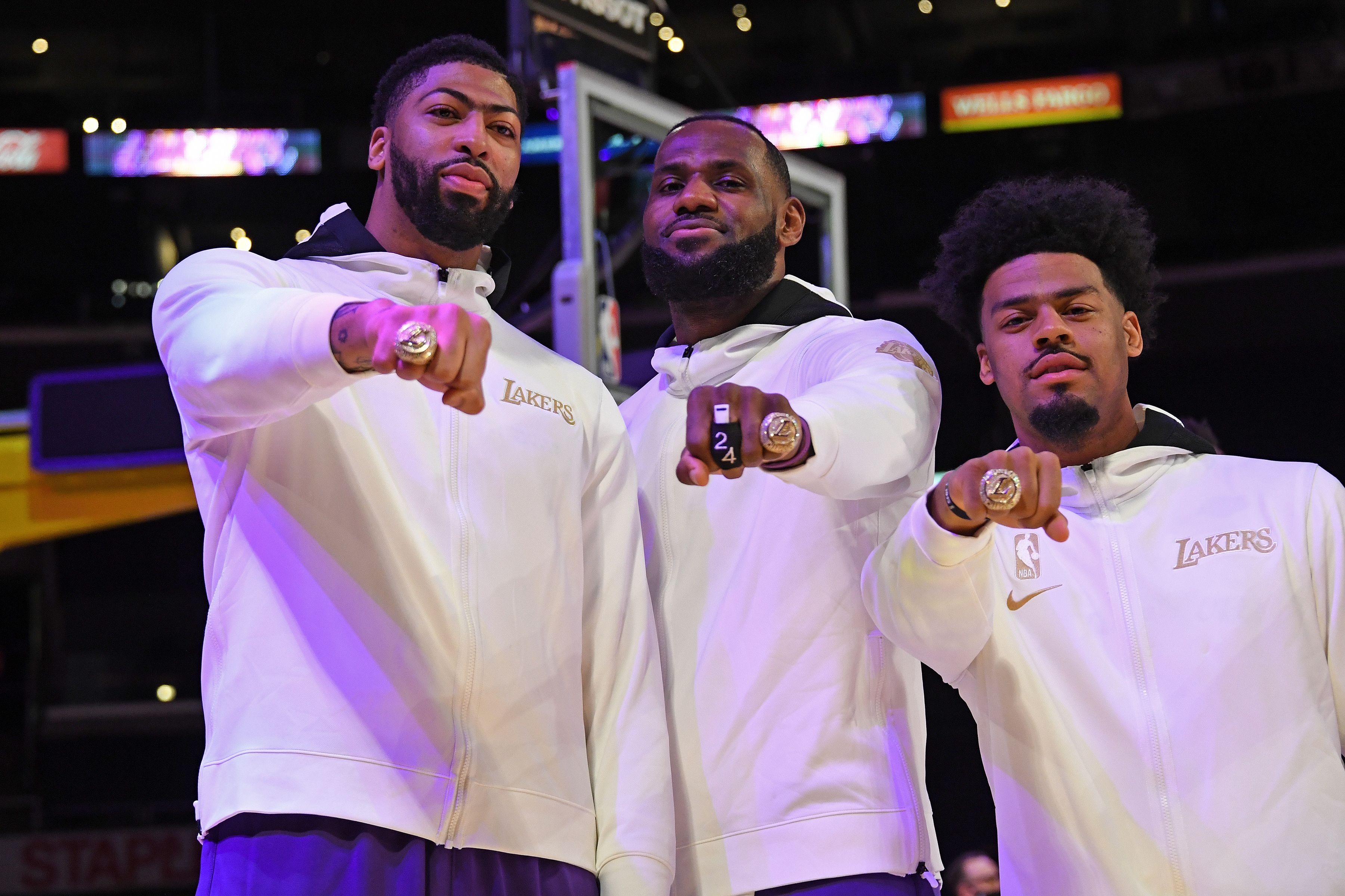 Lakers Championship Rings Pay Tribute To Bryant With Black