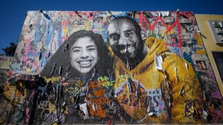 A mural depicting Kobe Bryant and his daughter Gianna.
