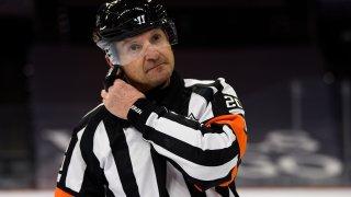 Referee Tim Pee