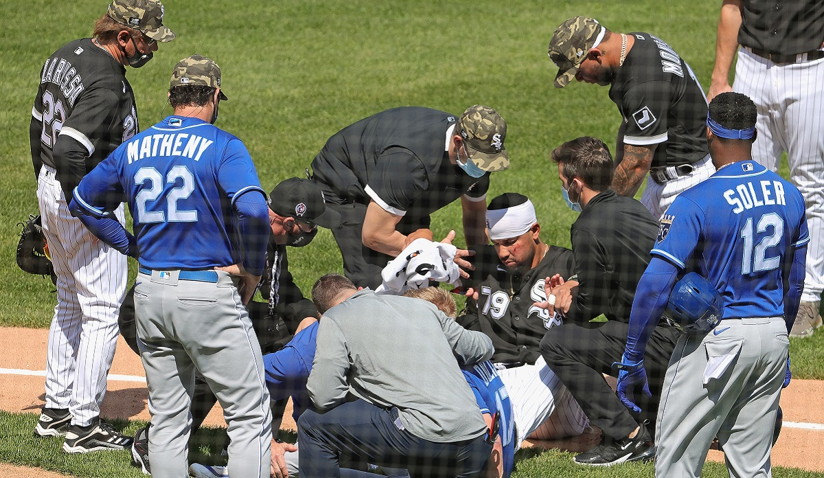 Abreu, Dozier Hurt in Collision, Leave White Sox-Royals Game