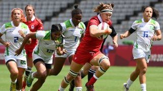 Canada's Karen Paquin runs with the ball during the women's pool B rugby sevens match between Canada and Brazil during the Tokyo 2020 Olympics