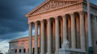 Corte suprema mantiene restricciones para votación en Arizona y dictamina que no son discriminatorias