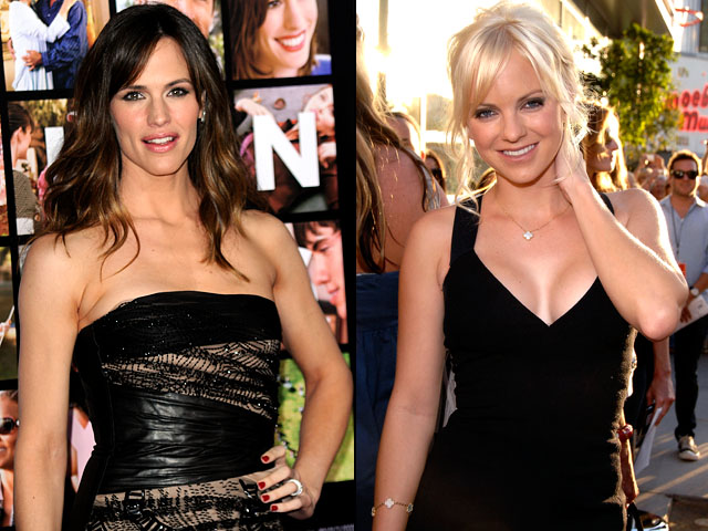 "Jennifer Garner, Anna Faris Throwing ""Bachelorette Party"""