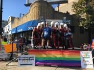 [UGCCHI-CJ-chicago marathon]Runner stops for picture