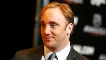 Actor Jay Mohr Helps Struggling Mom at Chicago Airport