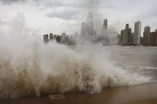 Alert Warns of Life-Threatening Waves in Chicago Area: NWS
