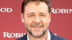 "Russell Crowe Talks Singing Live For ""Les Miserables"""