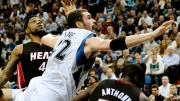 Wade, James Hold Off T-Wolves for 4-0 Start