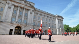1st Woman Leads Changing of the Guard at Buckingham Palace