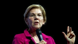 Warren Calls on Congress to Begin Impeachment Proceedings