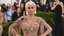Snap Shares Fall 7 Percent After Kylie Jenner Slams Redesign